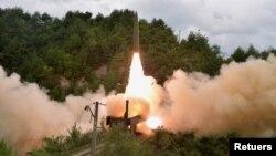 Một cuộc phóng tên lửa từ tàu hỏa của Triều Tiên, ảnh do KCNA công bố hôm 16/9.