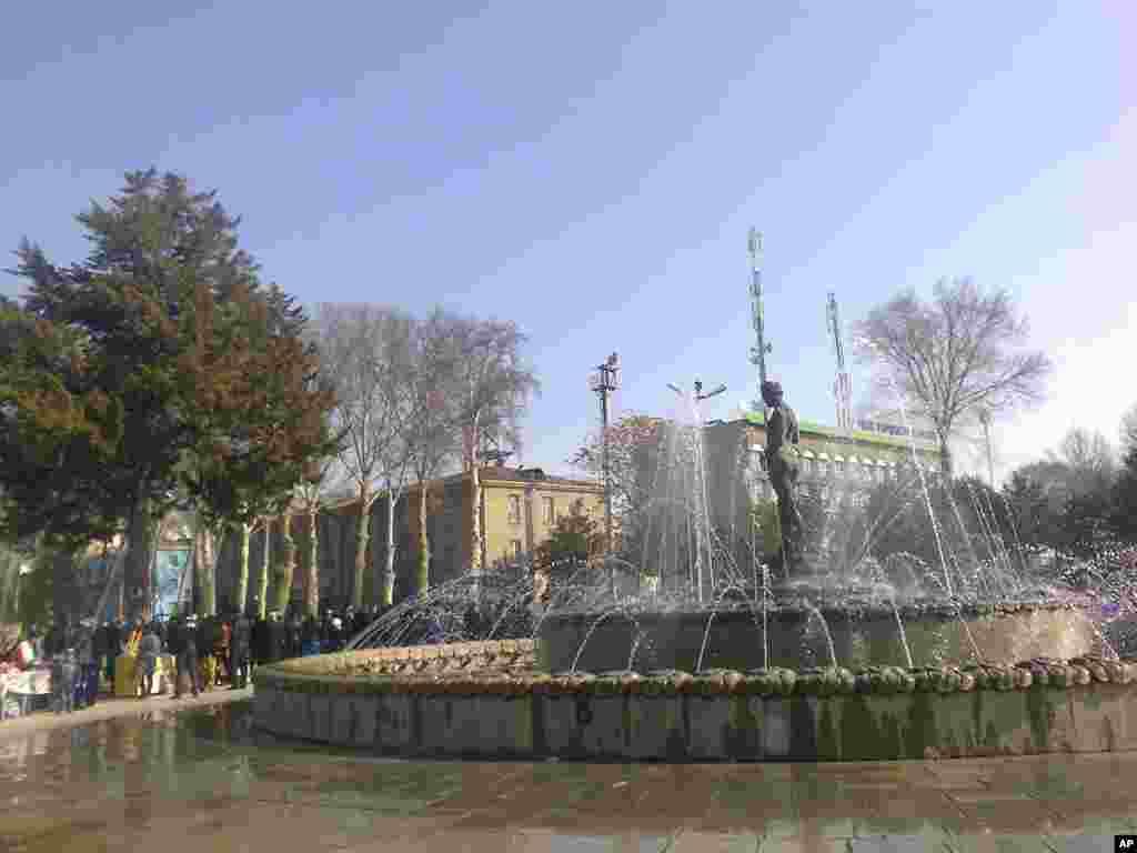 Arfa choluvchi qiz fontani