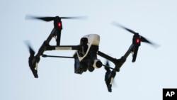 طیاره های بی سرنشین کوچک اجازه ندارند تا فراتر از محدودۀ دید چشم اداره کنندۀ آن پرواز کند