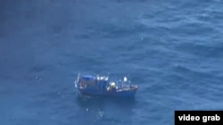 Chiếc thuyền chở người Việt Nam xin tị nạn được phát hiện ngoài khơi bờ biển miền tây nước Úc, ngày 20 tháng 7, 2015. (ABC)