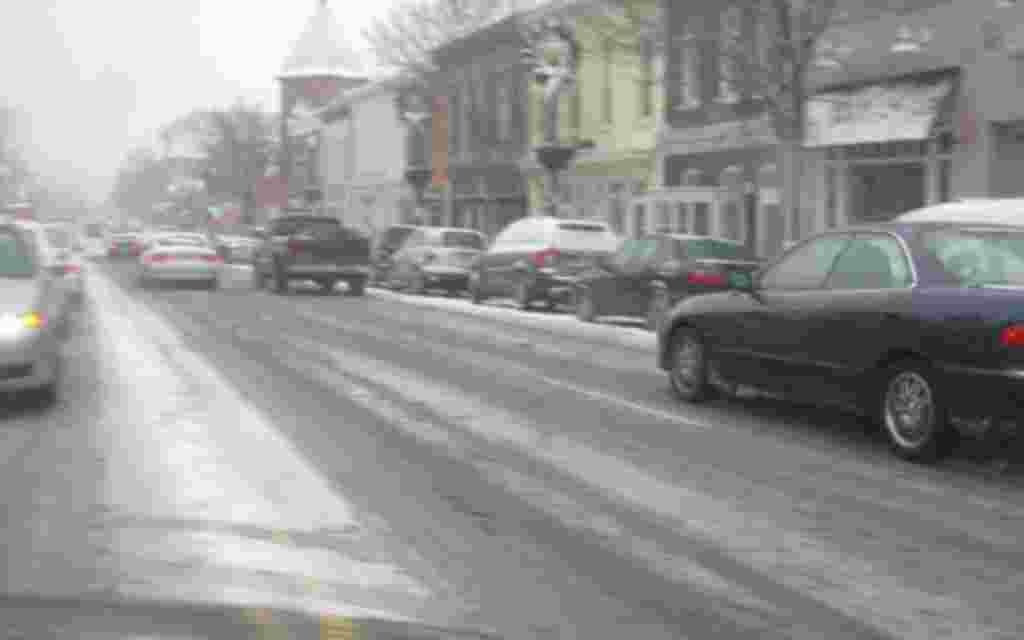 Washington se tiñe de blanco bajo una escasa capa de nieve.
