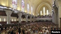 Egipatski kopti prisustvuju ceremoniji tokom koje se bira 118ti lider Egipatske koptske pravoslavne crkve