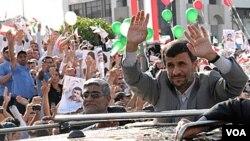 Mahmoud Ahmadinejad fue recibido como un héroe al llegar a Beirut, la capital del Líbano.