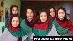 تیم دختران افغان که قرار بود در رقابت های بین المللی روبات در واشنگتن دی سی شرکت کنند.