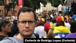 Rodrigo Lopes antes de ser preso pelas forças de segurança