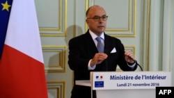 El ministro del interior francés, Bernard Cazeneuve, ofreció los detalles de las redadas en conferencia de prensa.