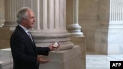 10月14日参议员鲍勃.考克在国会山接受电视采访