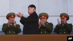 Nhà lãnh đạo trẻ Bắc Triều Tiên Kim Jong Un tại Đài tưởng niệm Kumsusan ở thủ đô Bình Nhưỡng