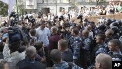 Hàng trăm người biểu tình đã đụng độ với cảnh sát tại thủ đô Kiev của Ucraina, 4/7/2012