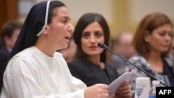 """Katolik rohiba Diana Momeka """"Islomiy davlat"""" tomonidan Iroqdan haydab chiqarilganlardan biri"""