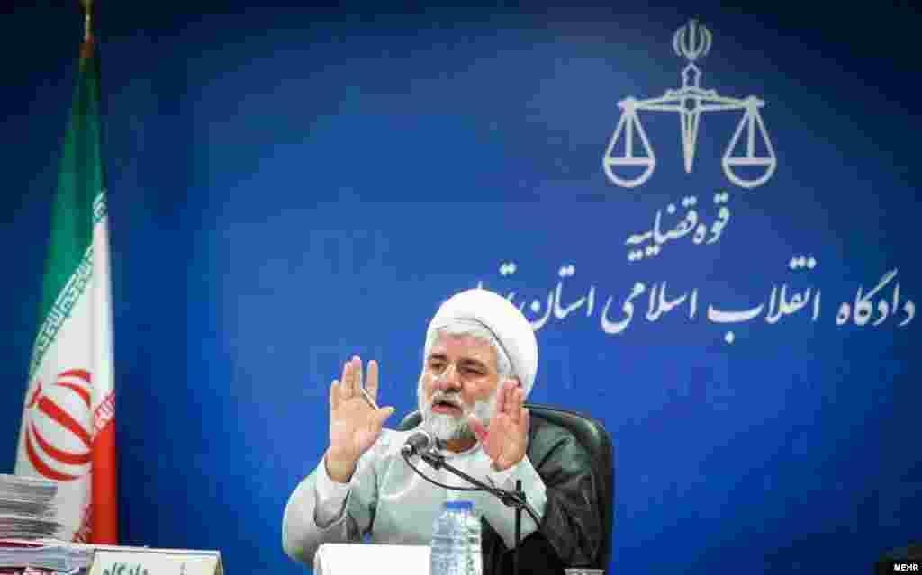 از معدود عکس های منتشر شده از یک قاضی به نام مقیسه در ایران. خیلی از فعالان مدنی در سالهای اخیر با حکم او زندانی شده اند.