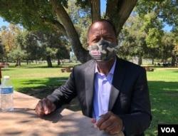 知名非洲裔民權律師里奧·特雷爾接受美國之音採訪。 (雨舟拍攝)