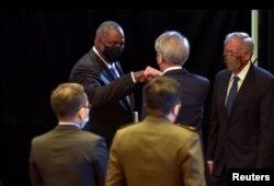 Menteri Pertahanan AS Lloyd Austin mengadakan pertemuan dengan sekutu-sekutu AS Singapura, Selasa (27/7).