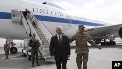 美国国防部长盖茨6月4日(星期六)抵达喀布尔