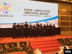 Representatives shake hands at the ASEAN-US Ministerial Meeting in Kuala Lumpur, Malaysia, August 5, 2015. (Pamela Dockins/VOA News)