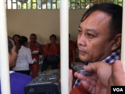 Nay Vanda, Adhoc's rights defender, was at Supreme Court after hearing the verdict on November 30, 2016. (Kann Vicheika/VOA Khmer)