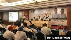 Setidaknya seratus relawan dan tim kampanye Jokowi-Maruf dalam pembukaan workshop nasional di Jakarta, Jumat (8/12) siang. (Foto: VOA/Rio Tuasikal)