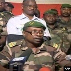 卡里姆上校在国家电视台发表声明