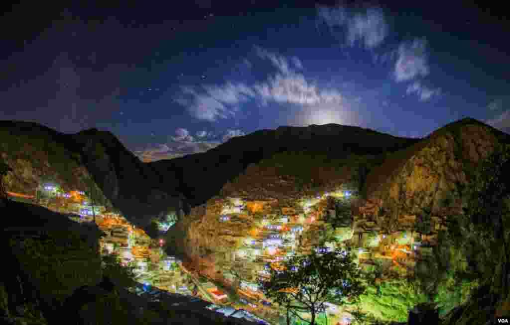 کامیاران، روستای پالنگان، هنگام طلوع ماه عکس: مصطفی شیرمحمدی (ارسالی شما)