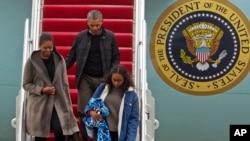 باراک اوباما که روز دوشنبه از تعطیلات سال نو به واشنگتن بازگشت، قرار است چهارشنبه با نمایندگان دموکرات کنگره نیز دیدار کند.