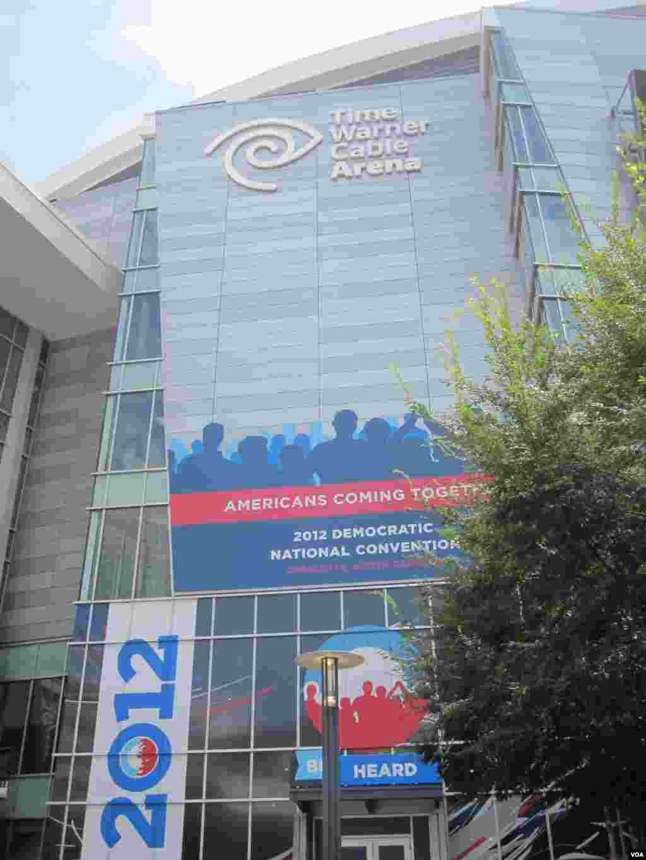La ville de Charlotte accueille des milliers de democrates pour leur Convention Nationale.(N. Pinault/VOA)