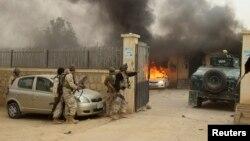 قندوز میں سیکورٹی فورسز طالبان کا حملہ پسپا کرنے کی کوشش کر رہے ہیں۔ فائل فوٹو