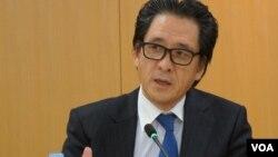 日本贸易振兴机构理事长石毛博行经常对驻日外国记者召开恳谈会(美国之音歌篮拍摄)