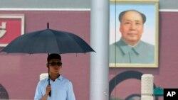Portrait de Mao Zedong sur la place Tienanmen a Pekin en 2015 (AP Photo/Ng Han Guan)