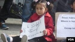 ده ها پناه جوی افغان برای دو هفته است که در ترکیه به خاطر بلاتکلیفی شان اعتراض کرده اند