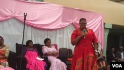 UNkosazana Thokozani Khupe ukhuluma emhlanganweni weWomen's Electoral Convergence.