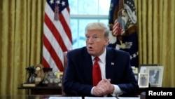 特朗普總統在白宮橢圓形辦公室接受路透社採訪。(2020年4月29日)