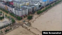 中国西北陕西省榆林市本周遭洪水袭击。