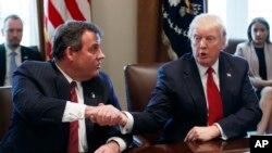 El presidente Donald Trump anunció que su amigo y gobernador de Nueva Jersey, Chris Christie, será quien lidere la nueva comisión contra el abuso de opioides.