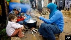 Сирийские беженцы в городе Кетермая в Ливане (архивное фото)