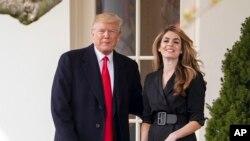 Tổng thống Donald Trump và cựu giám đốc Truyền thông Tòa Bạch Ốc, Hope Hicks, ngày 29/3/18.