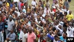 Les fonctionnaires gabonais manifestent lors d'une grève générale, Libreville, Gabon 16 mars 2015.