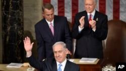 以色列總理內塔尼亞胡在美國國會發表講話時揮手致意