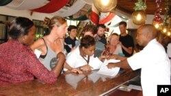 Abiria wa ndege hiyo ya Air France mjini Mombasa