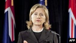 Clinton Davutoğlu'yla Görüştü