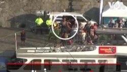 عبور زن جوان فرانسوی از روی طناب بر روی رودی در جمهوری چک