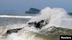 미군과 필리핀군이 분쟁해역인 남중국해 인근에서 합동상륙훈련 중이다. (자료사진)