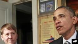 奧巴馬總統1月4日在俄亥俄州講話(左為科德雷)