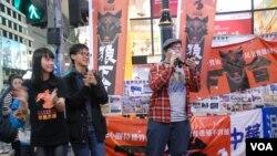 學民思潮舉辦「末日倒梁」集會,要求誠信受質疑的香港特首梁振英下台,有超過一百人參與。 美國之音湯惠芸拍攝