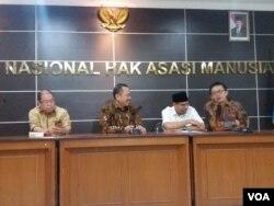 Jumpa pers Komisi Nasional Hak Asasi Manusia (Komnas HAM) di Jakarta, Selasa (21/5). (VOA/Fathiyah)