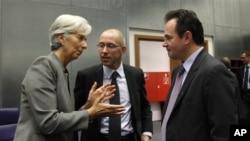 """Υπουργείο Οικονομίας: """"Γελοίες"""" οι φήμες για αναδιάρθρωση του χρέους"""