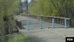 2013年4月17日跨越韩国和朝鲜的军事分界线大桥