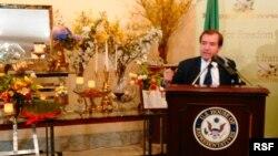 اد رویس، نماینده جمهوریخواه در حال سخنرانی در مراسم نوروزی کنگره.