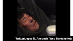 David Dao, penumpang United Airlines yang diseret keluar dari pesawat oleh polisi bandara (sumber: Twitter).