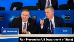 Američki državni sekretar Mike i generalni sekretar NATO-a Jens Stoltenberg na ministarskom sastanku NATO u Washingtonu.