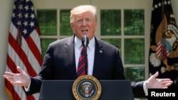Archivo - El presidente Donald Trump tranquiliza por un tiempo a importadores de autos y autopartes.